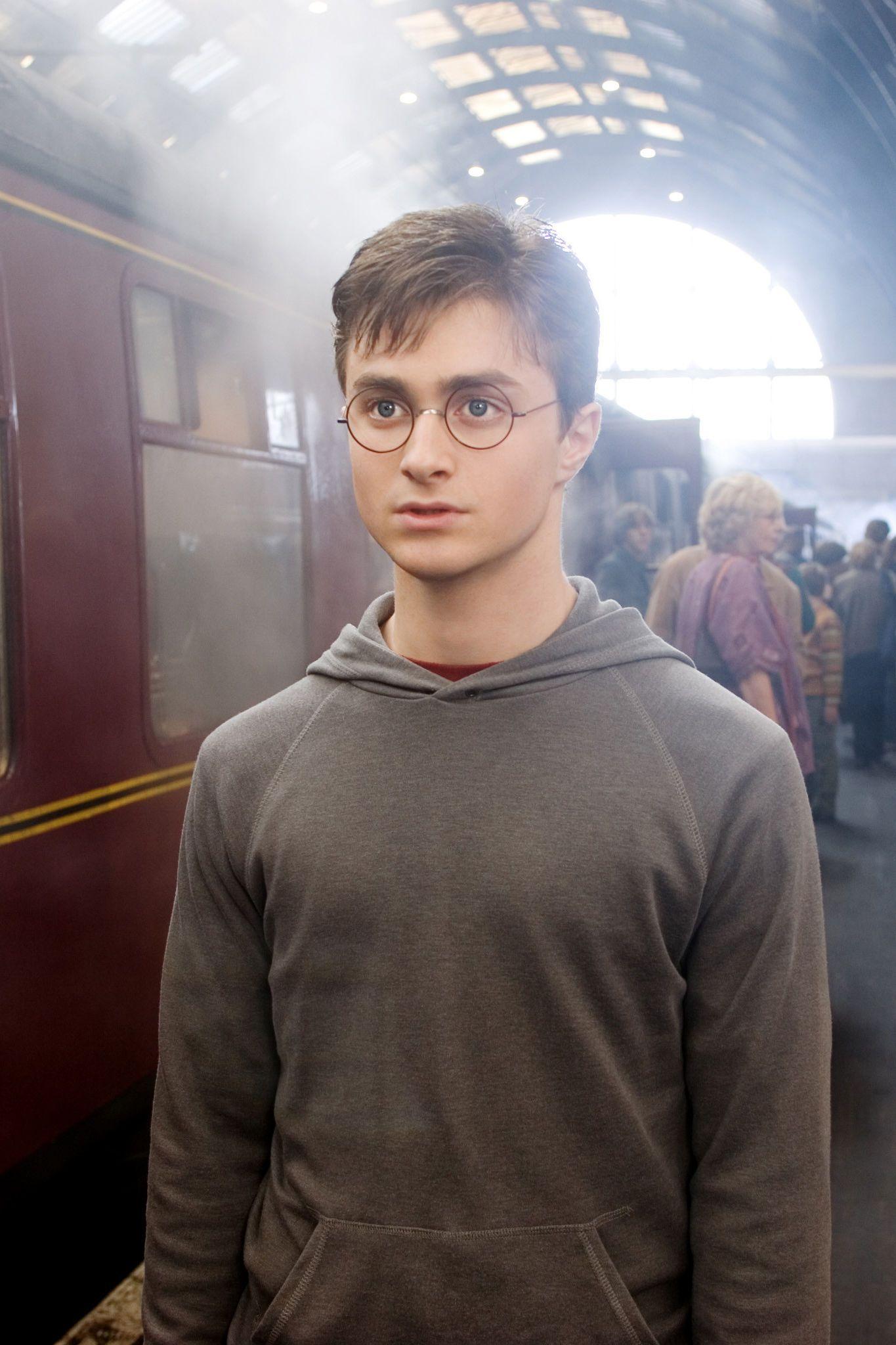 Harry Potter Im Echten Leben Wo Finde Ich Gleis 9 3 4 Harry Potter Scar Daniel Radcliffe Harry Potter Young Harry Potter