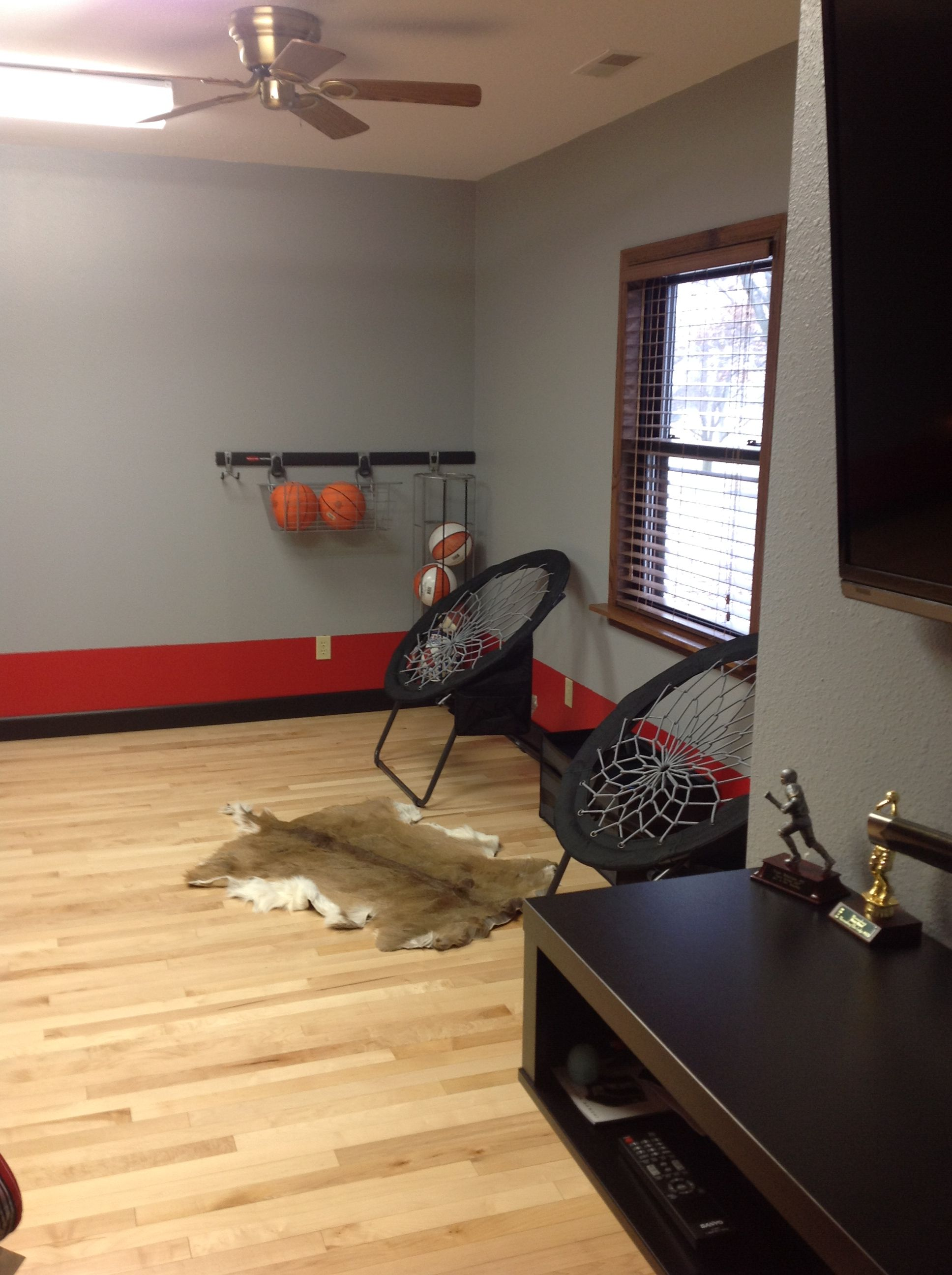 Teen boy basketball room i like having a place to hold the for Basketball room ideas