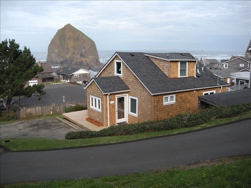Cottage vacation rental in cannon beach from for Beach house rentals cannon beach