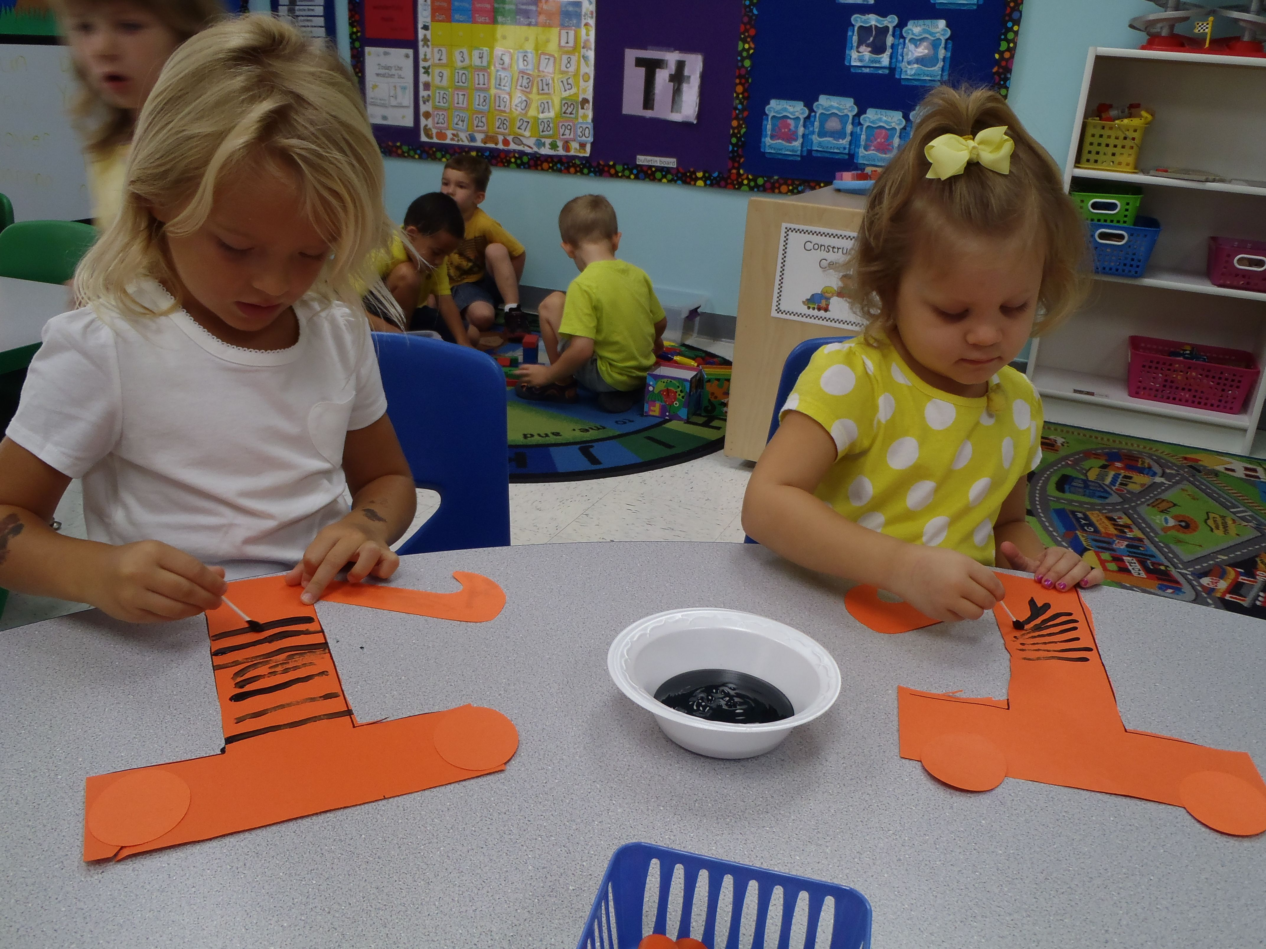 """""""T is for Tiger"""" Letter Craft alphabet ideas Fall"""