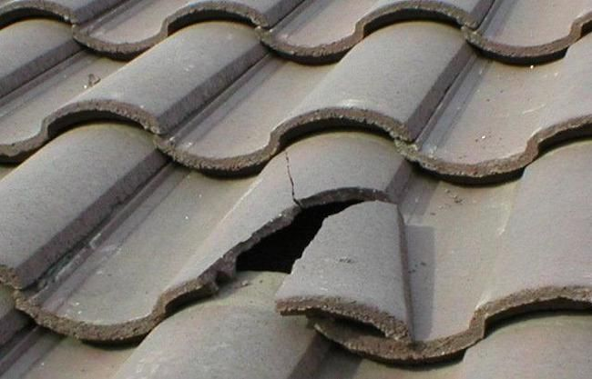 Broken Roof Tiles An Easy Fix Emergency Roof Repair Concrete Roof Tiles Roof Repair