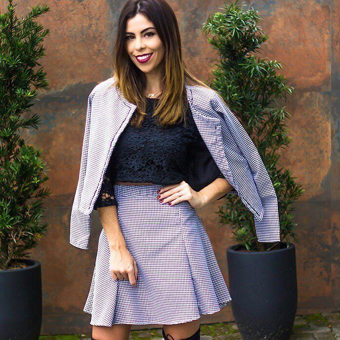 Bonjour meninas! Já pode começar esse dia delicia com esse look maravilhoso da @carmelaloja ?  A loja - pra quem não conhece- é multimarcas mas também tem uma marca incrível (recheada de peças lindas) que leva seu nome. Já virei fã!!!!