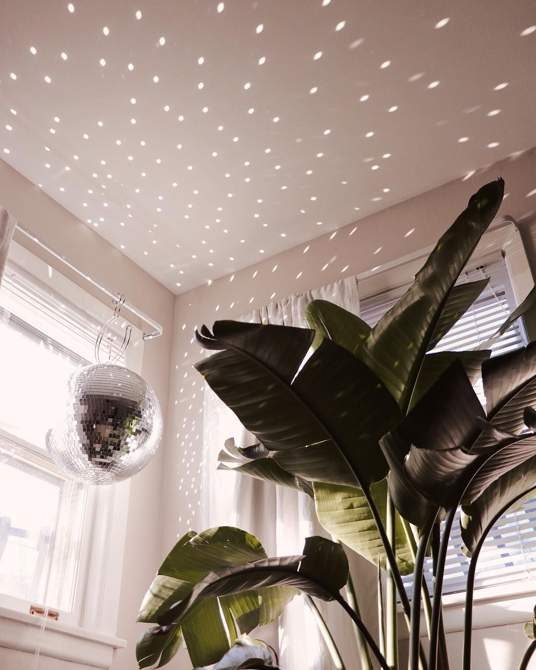 Photo of How to Incorporate a Disco Ball into Your Decor