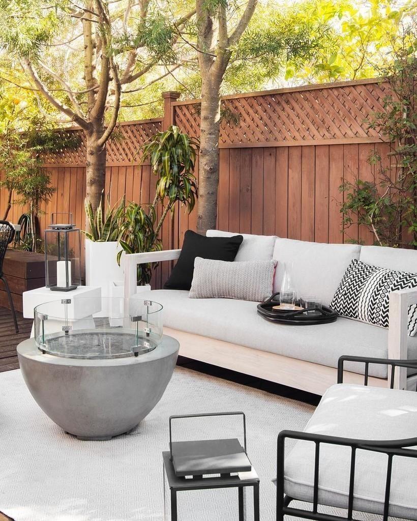 Outdoor Couch In 2020 Patio Design Outdoor Living Space Outdoor Living