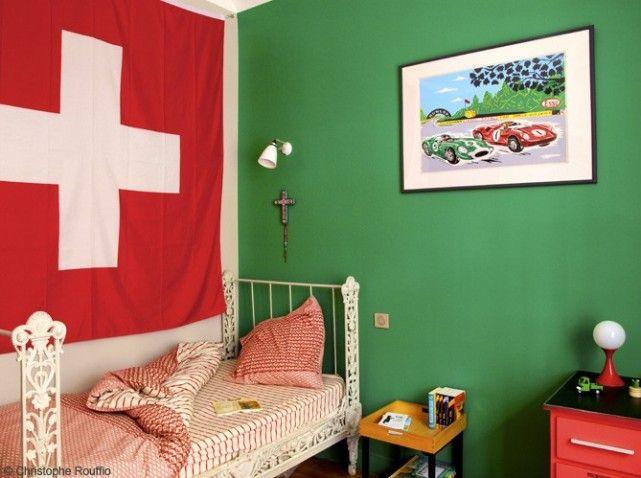 Vert et rouge, les deux couleurs préférées du petit garçon sont ...