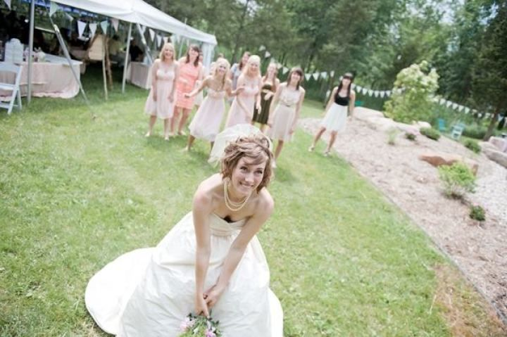 Rustic wedding - Bride and bridesmaids bouquet toss | fabmood.com #farmwedding #rusticwedding #weddingideas #weddinginspiration #rustic