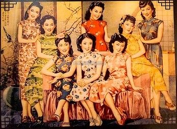 The modern qipao is probably my favorite dress. These beautiful lady posters were popular in Shanghai in the 1920s and 1930s.