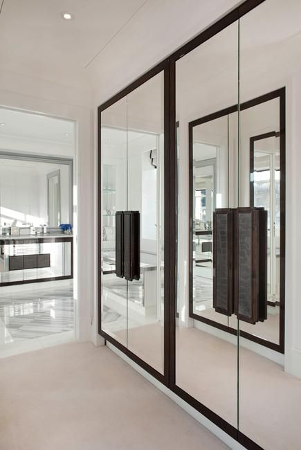 Leather hardware on the glass closet doors Taskworthy Ltd - closet con espejos para habitaciones