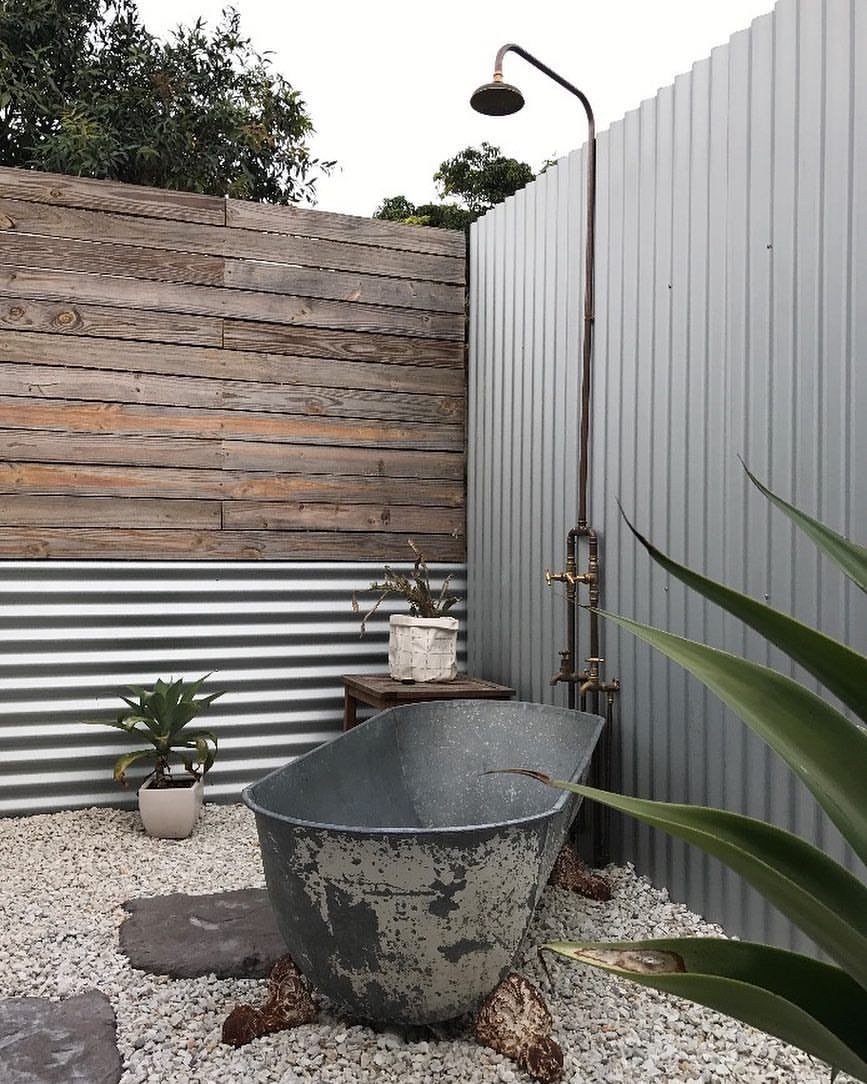 Stone Timber Iron And Copper Makes For A Quality Outdoor Bathroom Shower Bath Combination For Good Outdoor Bathrooms Outdoor Bathtub Outdoor Bathroom Design