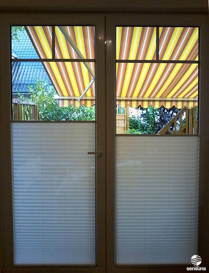 nach ma gefertigte sensuna sichtschutz plissees an der terrassent r ein kundenbild t r flur. Black Bedroom Furniture Sets. Home Design Ideas