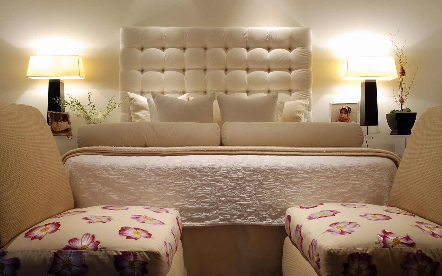 Best Simple But Very Elegant Bedroom With Stunning Off White 400 x 300
