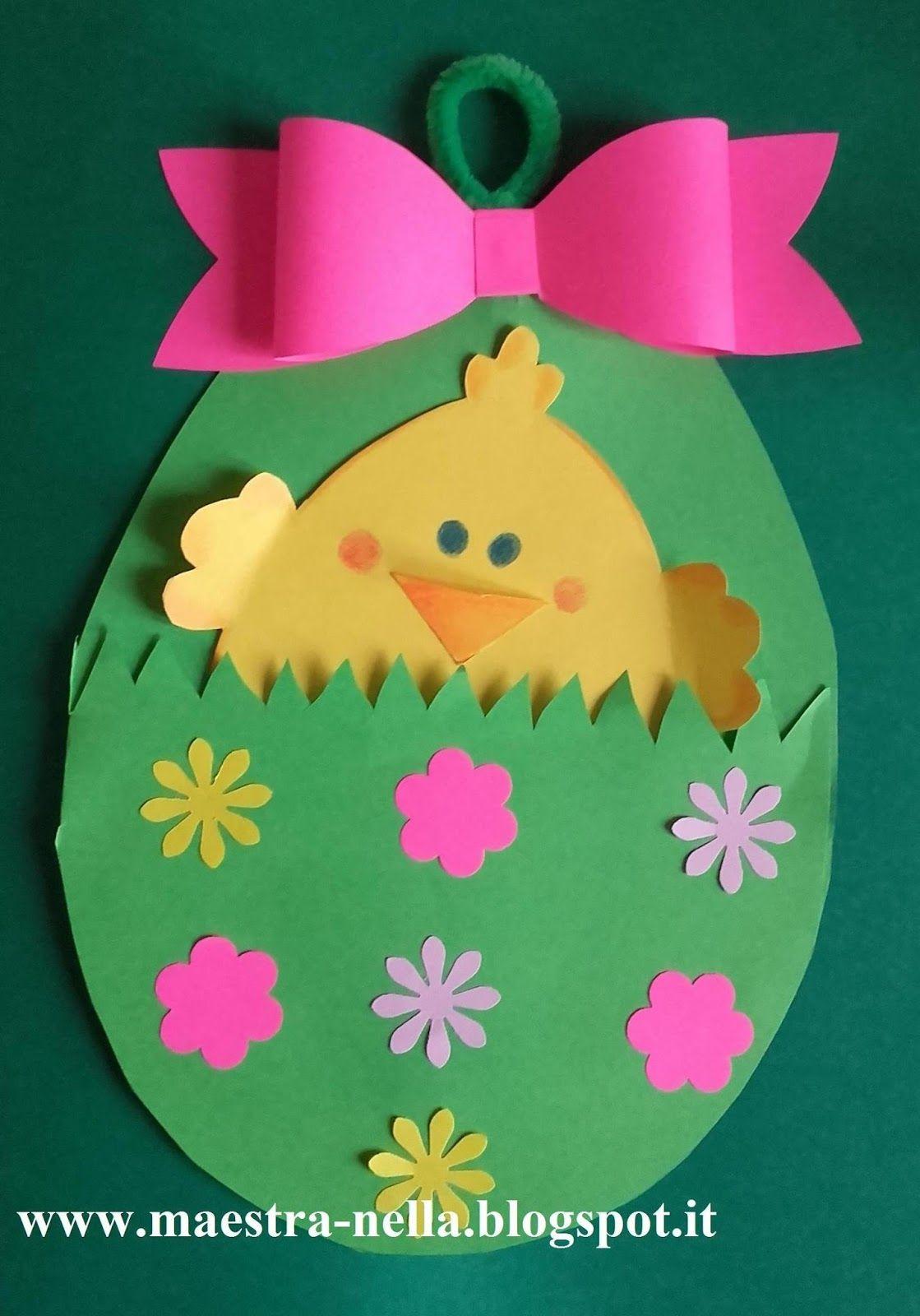 Pulcini e coniglietti spuntano da uova di Pasqua decorati con fiocchi e fiori.. Il tutto realizzato con dei fogli di cartoncino colorato. ...
