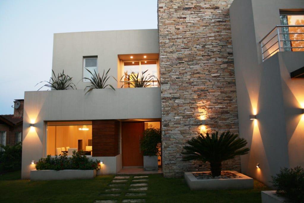 Fotos de decoraci n y dise o de interiores arquitectos for Fachadas de casas elegantes modernas