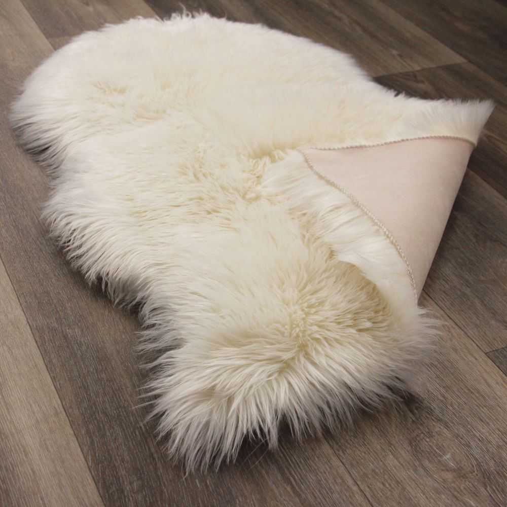 schaffell lammfell in cream wei fell teppich als vorleger kunstfell 55x80cm in m bel wohnen. Black Bedroom Furniture Sets. Home Design Ideas