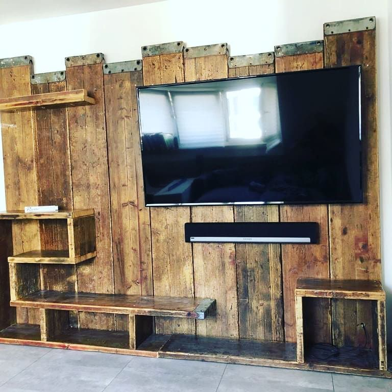 Tv Wand Aus Alten Gerustbohlen Dieholzbauer Nachhaltigkeit Nachhaltig Upcycling Upcyclingfurniture Innovative Inn Tv Wanddekor Gerustbohlen Tv Wand Holz