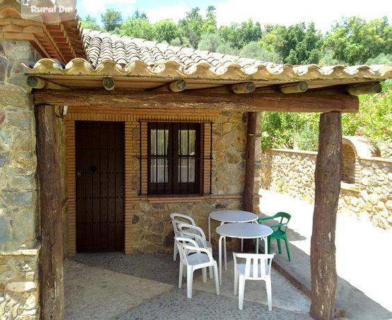 Porche cubierta fachada posterior con barbacoa de obra de for Cubiertas para casas