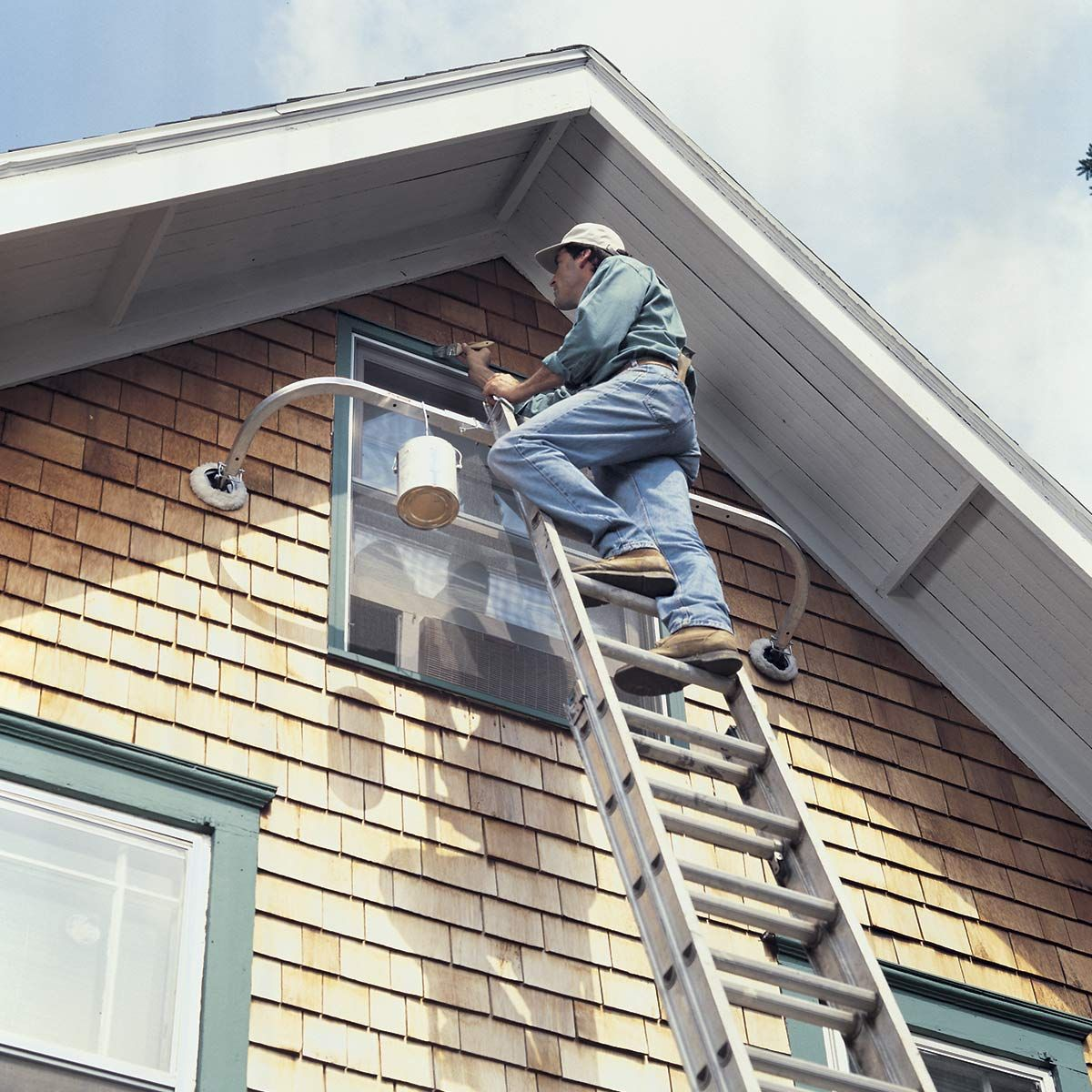 Never Ever Use Your Ladder Like This Diy Home Improvement Ladder Garage Tools