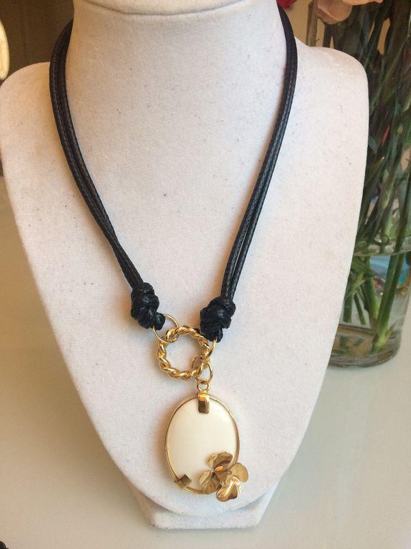 Hermosos collares hechos a mano con cuero y piedras naturales for Sale in Miami FL