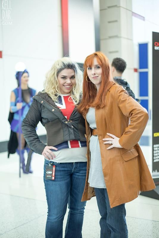 Spot on Rose Tyler and Donna Noble cosplay. That Rose looks awesome!!!! She even looks like Billie Piper!!! I need to take notes.