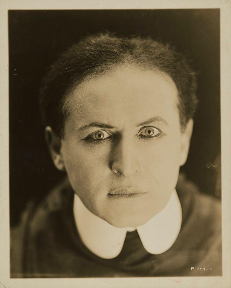 houdini art and magic mmoca image harry houdini c 1920