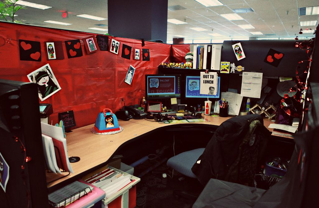 cubicle decor dual monitor  Google Search  Holidays at Work