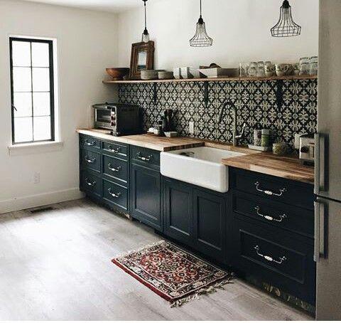 Elegante Schone Kucheneinrichtung In Schwarz Dunkelgrun Und Braun