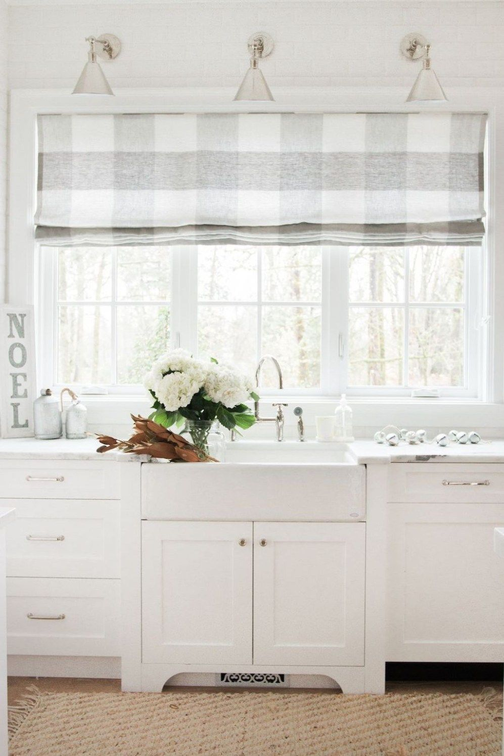 35 Inspiring White Farmhouse Style Kitchen Ideas To