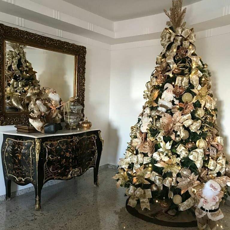 "Christmas-Natal 🎁🎄 on Instagram: "". 📷 @encantos_de_layla_e_julia . . . . . . . . . . . . . . #christmaslights #cozy #instachristmas #christmas #christmastree…"""