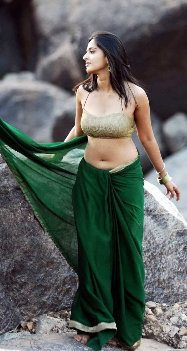 Hot Sexy Anushka Shetty In Green Saree Hd Photos Of Navel Show Hot Sexy Anushka Shetty In Green Saree Indian Actress Sweety Shetty Known By Her Stage