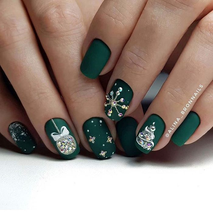 12 Newest Christmas Nail Art Ideas To Try - SoNail