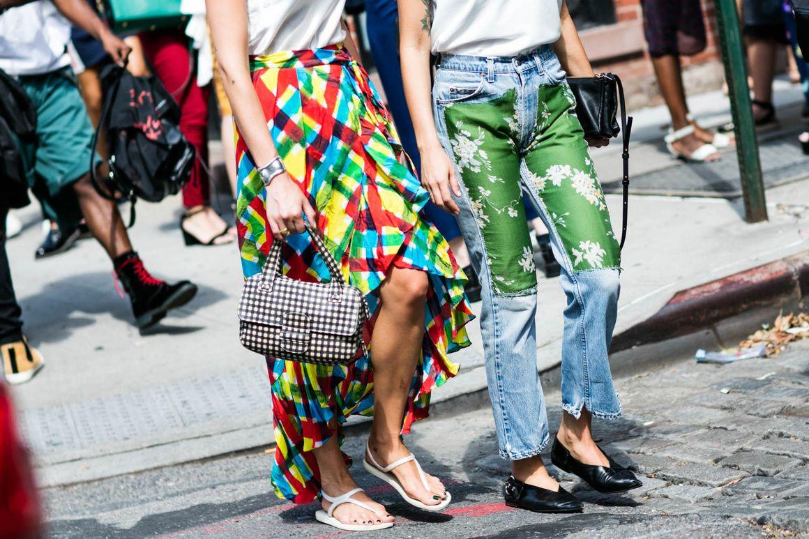 Street style à la Fashion Week printemps-été 2017 de New York jupe longue…