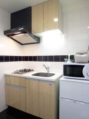 システムキッチン Black 一人暮らし用 あまり使わない用キッチンかな お湯を沸かしてコーヒーを飲んでおかずはレンジでチンという感じのキッチンですね システムキッチン キッチン 家具