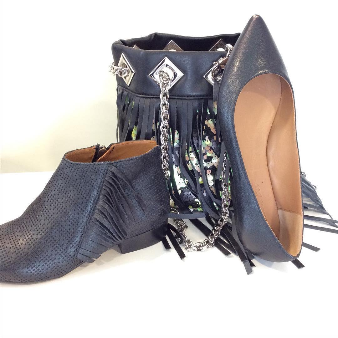 #calzaturedesiderio#tronchetto#juliedee € 119 #scarpa#secchiello#lacarriebag#frange#paiet#colors#trend#milano#fashion#fashionblog#instagram#onlineshop