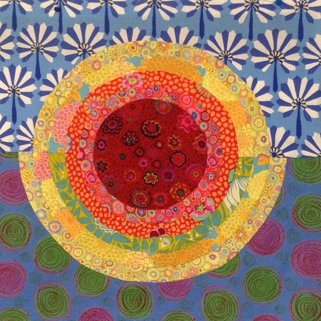 Do you see a sunset over grasses, sand, water and skies with Kaffe Fassett fabric.  That's the plan  #beachboundsunset #beachboundminiquiltswap #kaffefassett #kaffefassettfabric #handpieced #handpiecing @rochellerosales5  I'm having fun