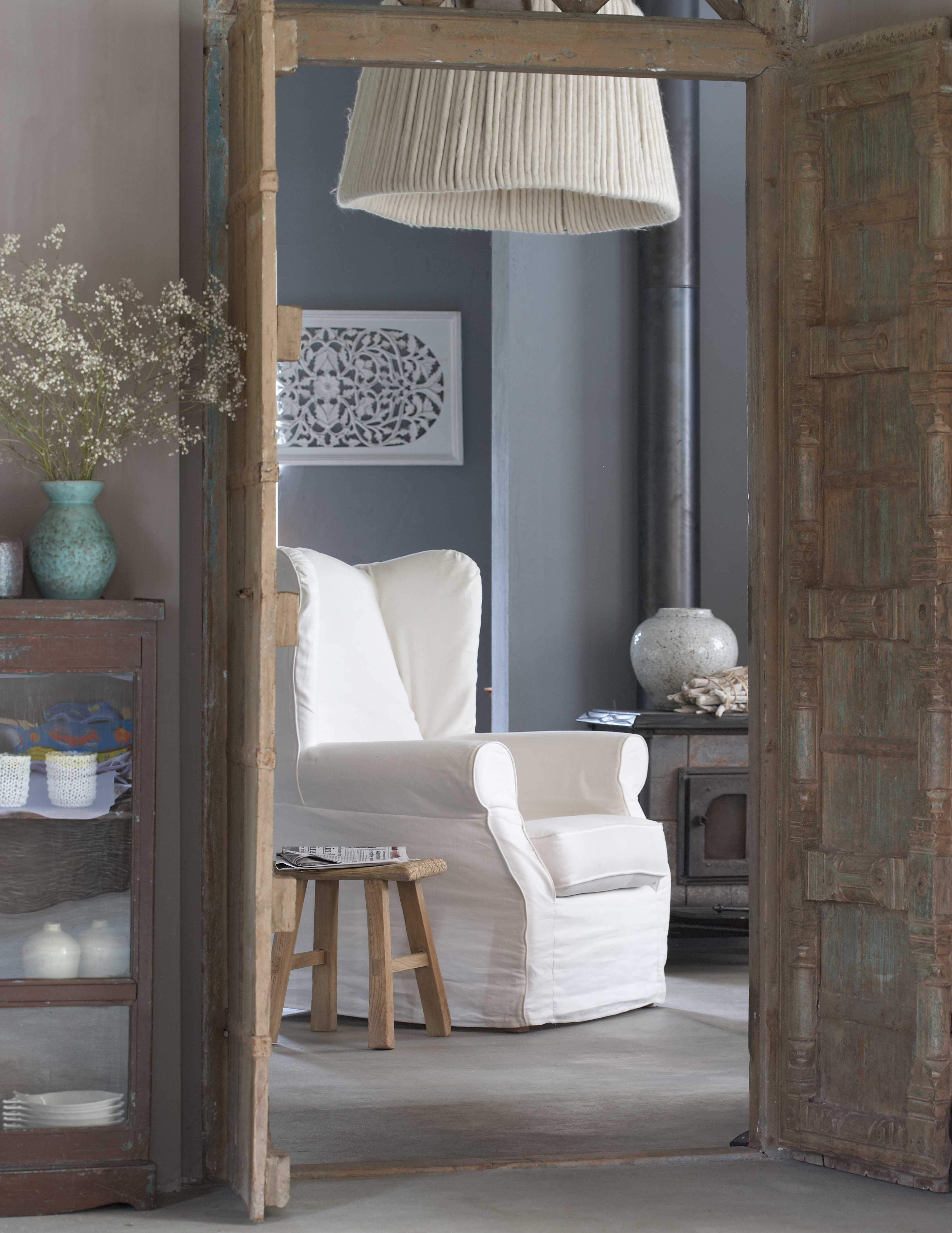 Pak dat moment van rust en kruip weg in deze grote fauteuil. Een kop thee en een goed boek zijn meer dan welkom!