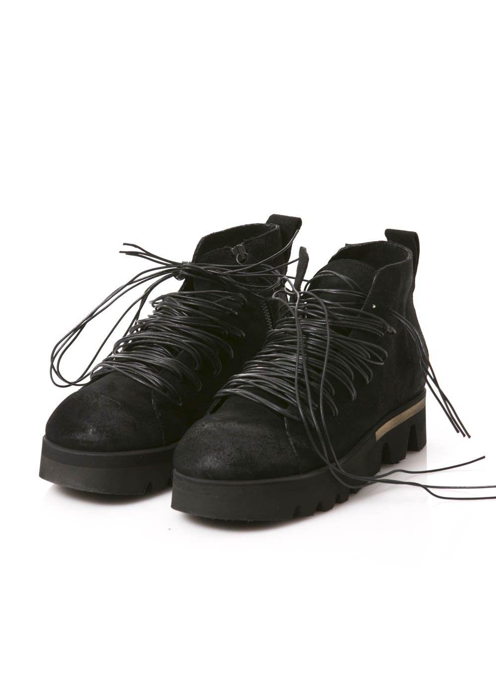 Schuhe von RUNDHOLZ Black Label mit auffallender Schnürung