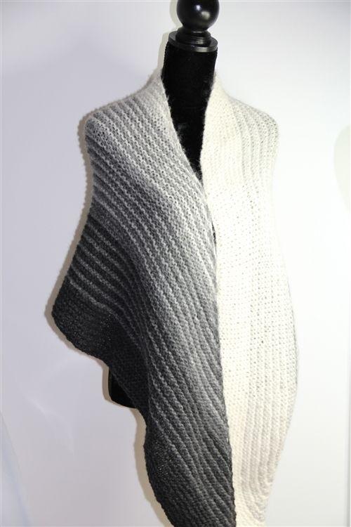 Rome Bias Shawl | HPKY Shawl - free pattern | CORAZON | Pinterest