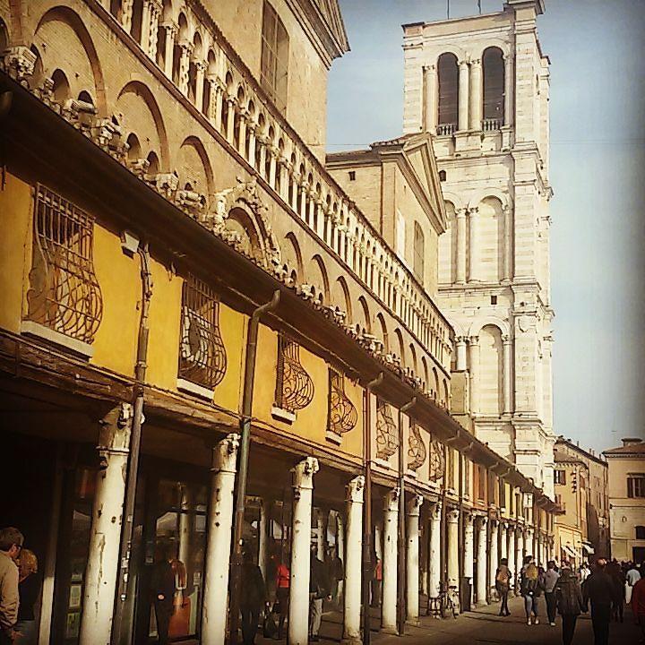 #piazzatrentotrieste #ferrara #porticato #duomo #emiliaromagna #turismoer #Italia #italyiloveyou by simaior
