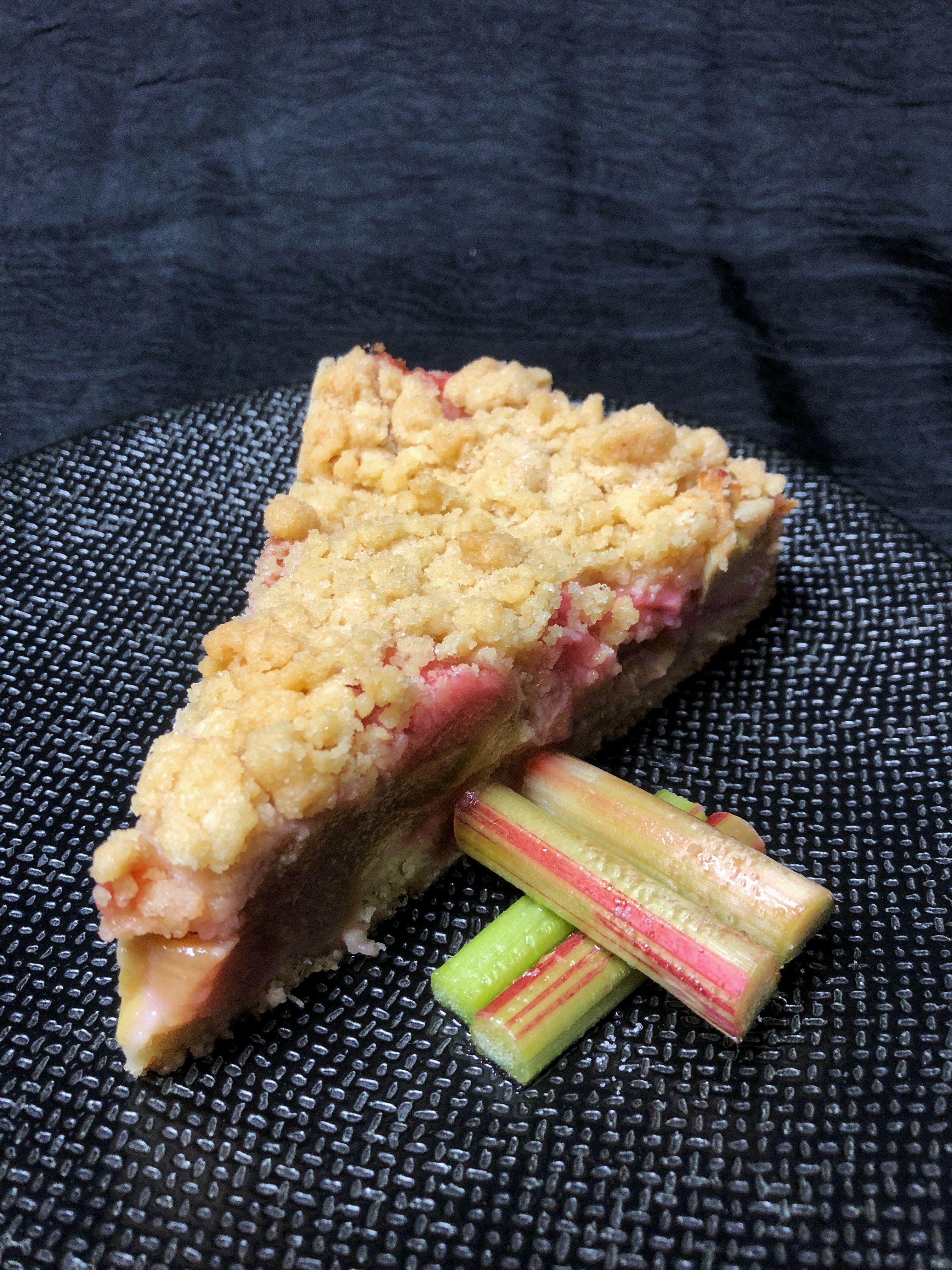 Der Beste! Rhabarberkuchen mit Mürbteig und Streuseln.