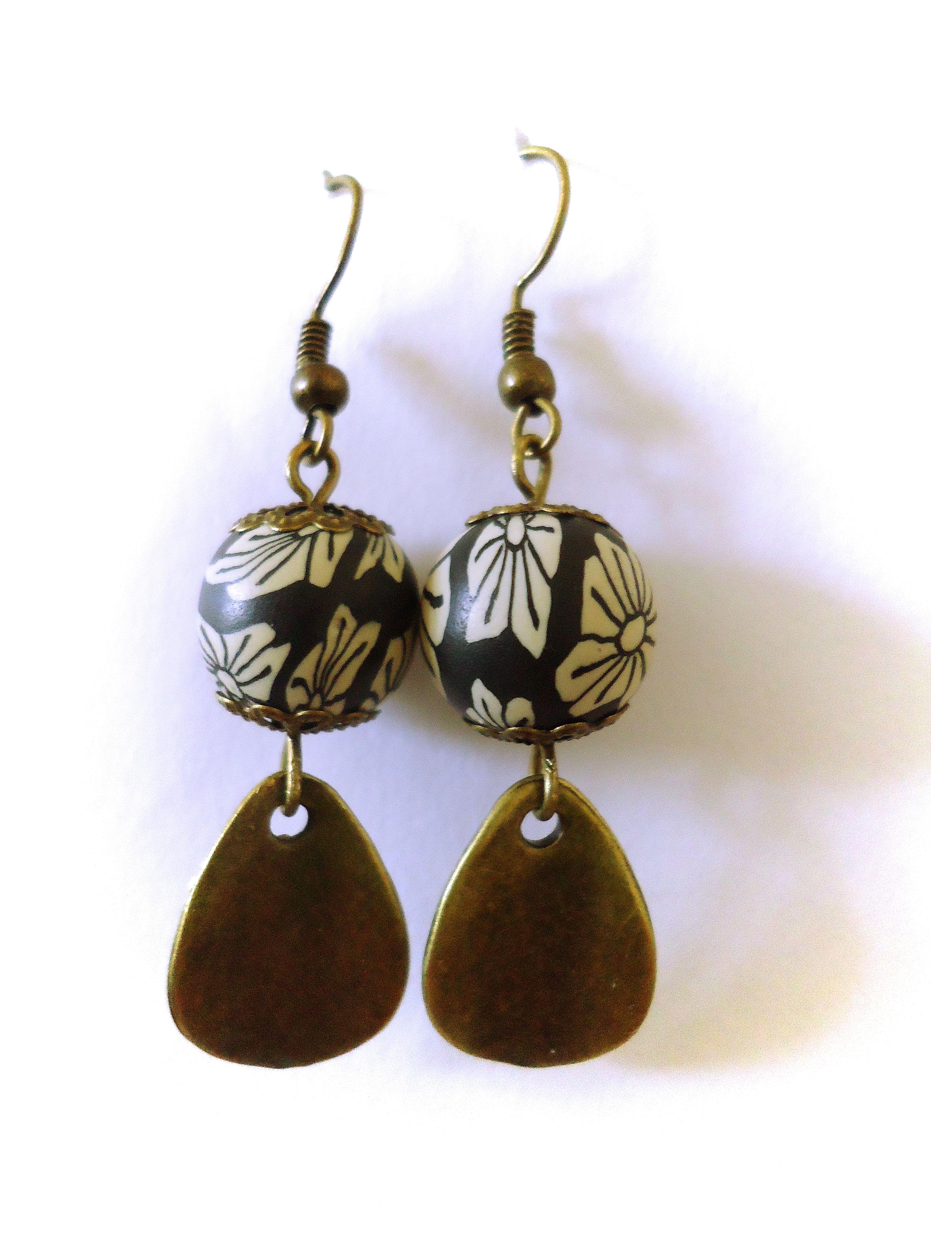 Une paire de boucles d'oreilles romantique ! 8.99 euros. http://www.alittlemarket.com/boutique/clouds_are_yellow-1267595.html