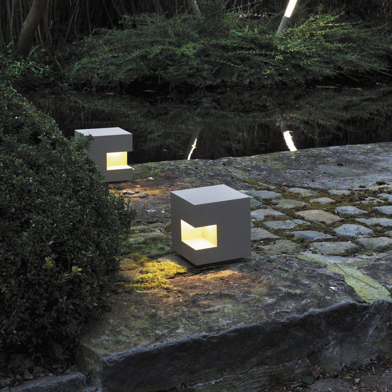 Garden bollard light contemporary metal led gutter for Iluminacion jardines modernos
