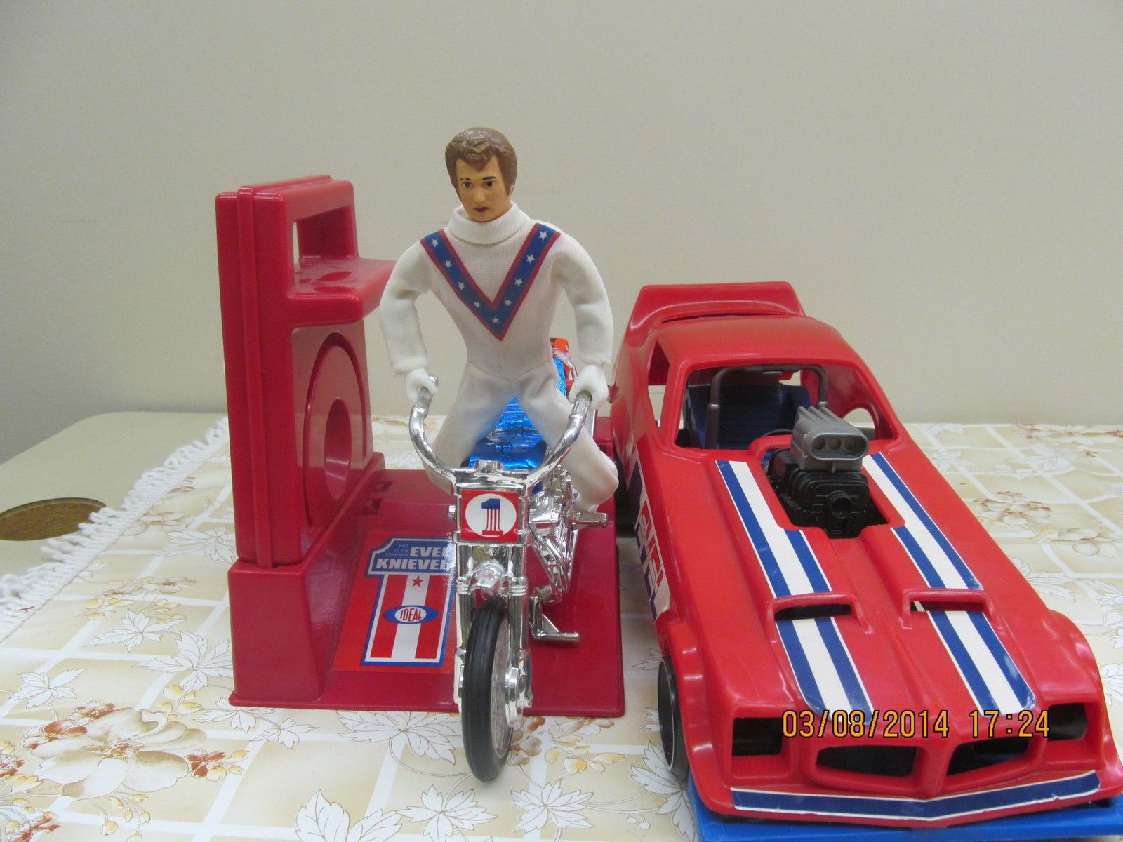buying vintage evel knievel toys classic toys and games. Black Bedroom Furniture Sets. Home Design Ideas