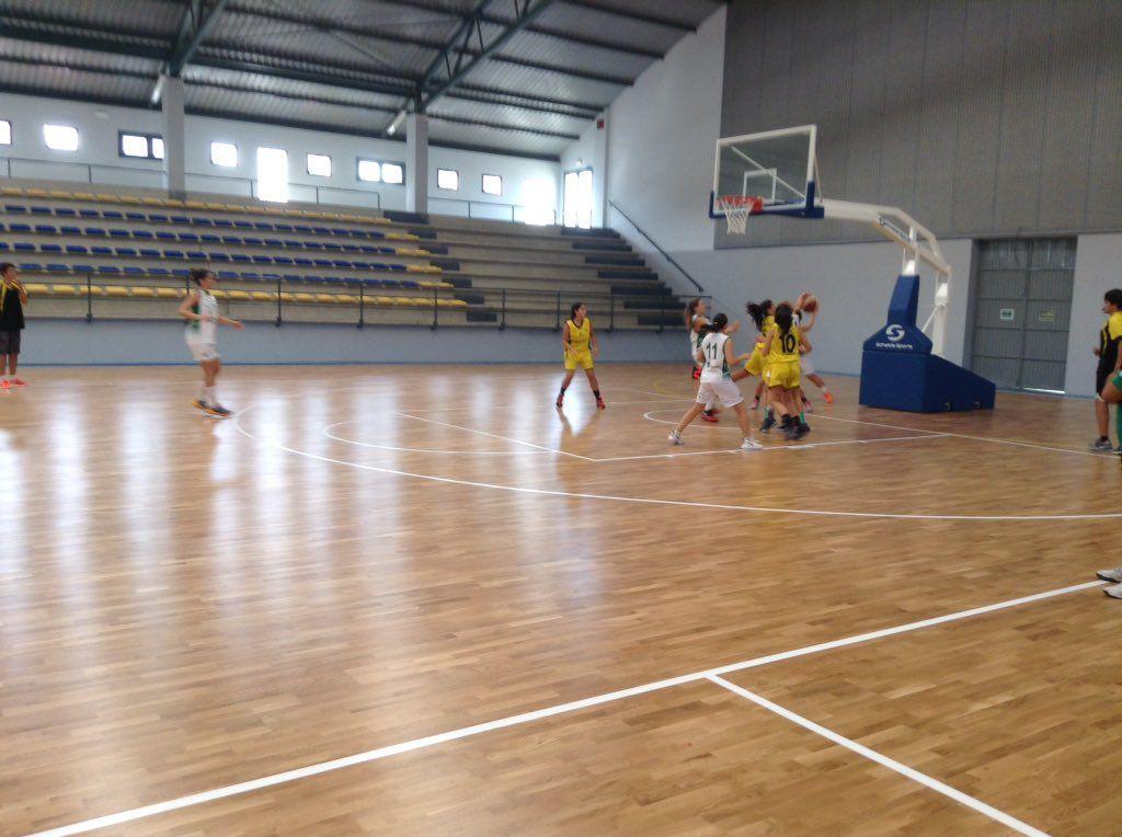 Comienza en Vilanova el partido @xuven vs @cbarxil