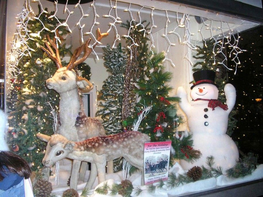 make-outdoor-christmas-decorations-with-deers-ornaments-and-snow-sculptures-