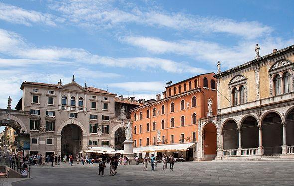 Piazza delle Erbe Verona Italy Photo by Taboada TestaFlickr  Places I Love  Verona