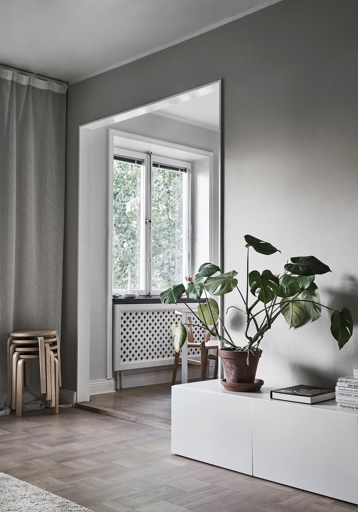 IKEA BESTA SIDEBOARD MIT PFLANZE I HELLGRAUE WÄNDE Wandfarbe, Einrichten  Und Wohnen, Hellgraue Wände