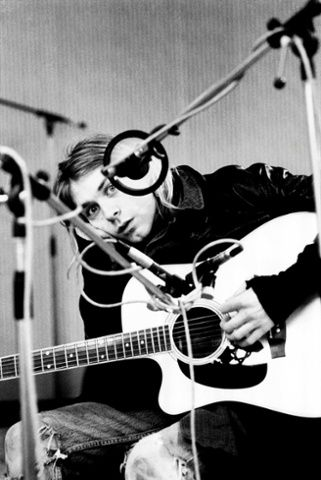 Kurt Cobain, one of the greatest. To bad he's not still making music.