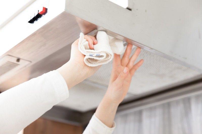 換気扇 レンジフード のベタベタ汚れをスッキリ落とす簡単掃除法