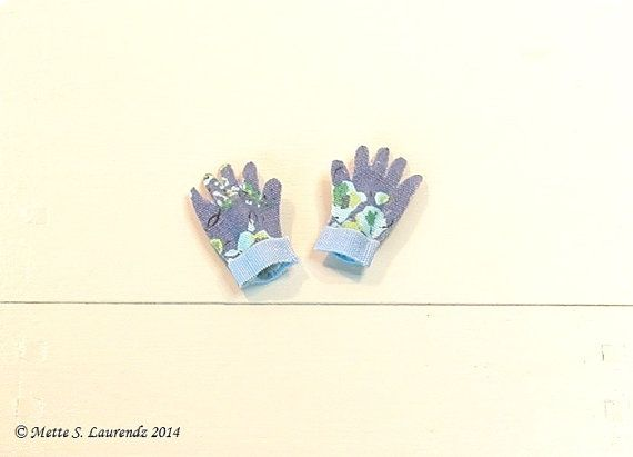 Dollhouse Gardening Gloves Blue With Flowers By Mettelaurendz Tiny Gardening  Gloves, How Cute!