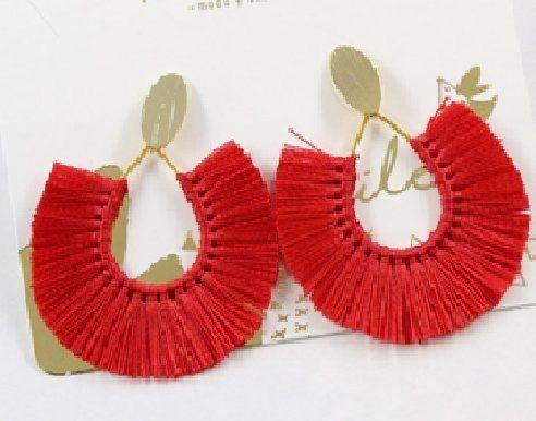 diseño atemporal 8f6cc f1cca Aretes en hilo rojos   Aretes   Aretes, El hilo rojo y Hilo
